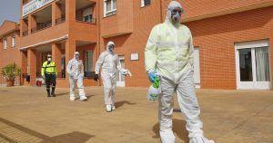 Miembros de la UME en una residencia afectada por el Coronavirus