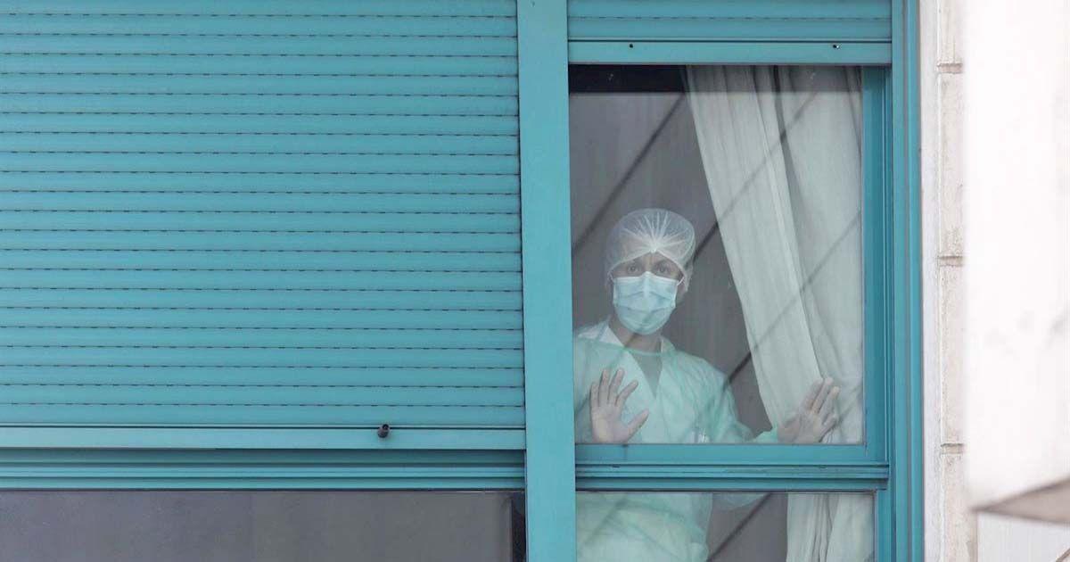 Personal sanitario con mascarillas