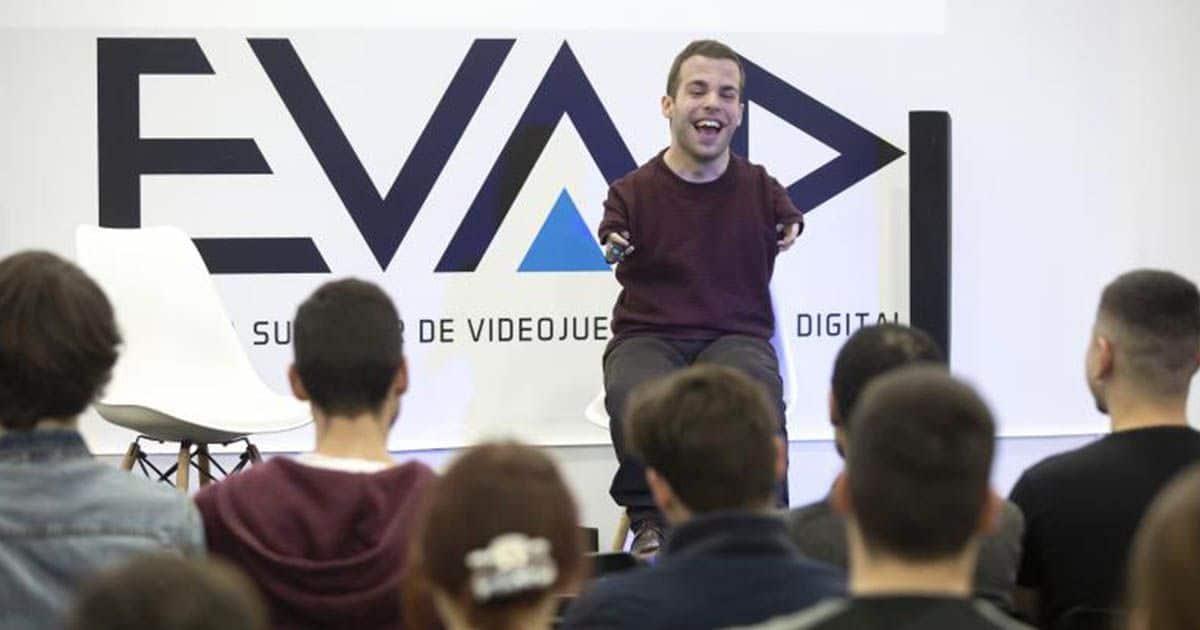 Imagen de Enrique García Cortés ante el público en el taller de Fundación ONCE   Foto: Daniel Pérez