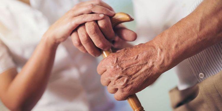 Las personas mayores dependientes son uno de los colectivos vulnerables pensiones