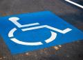 Plaza destinada para personas con movilidad reducida