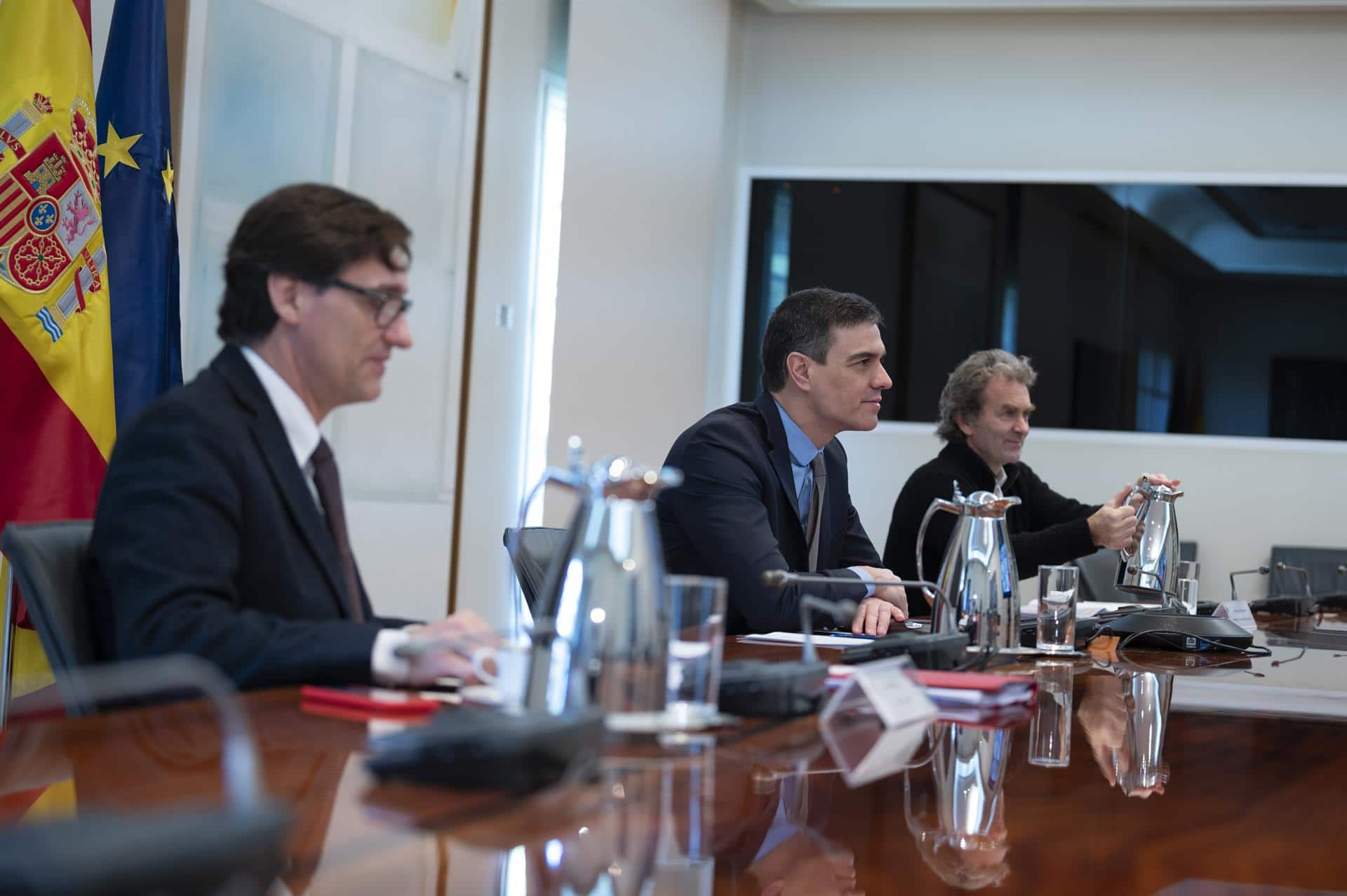 El ministro de Sanidad, Salvador Illa; el presidente del Gobierno, Pedro Sánchez; y el director del Centro de Coordinación de Alertas y Emergencias Sanitarias del Ministerio de Sanidad