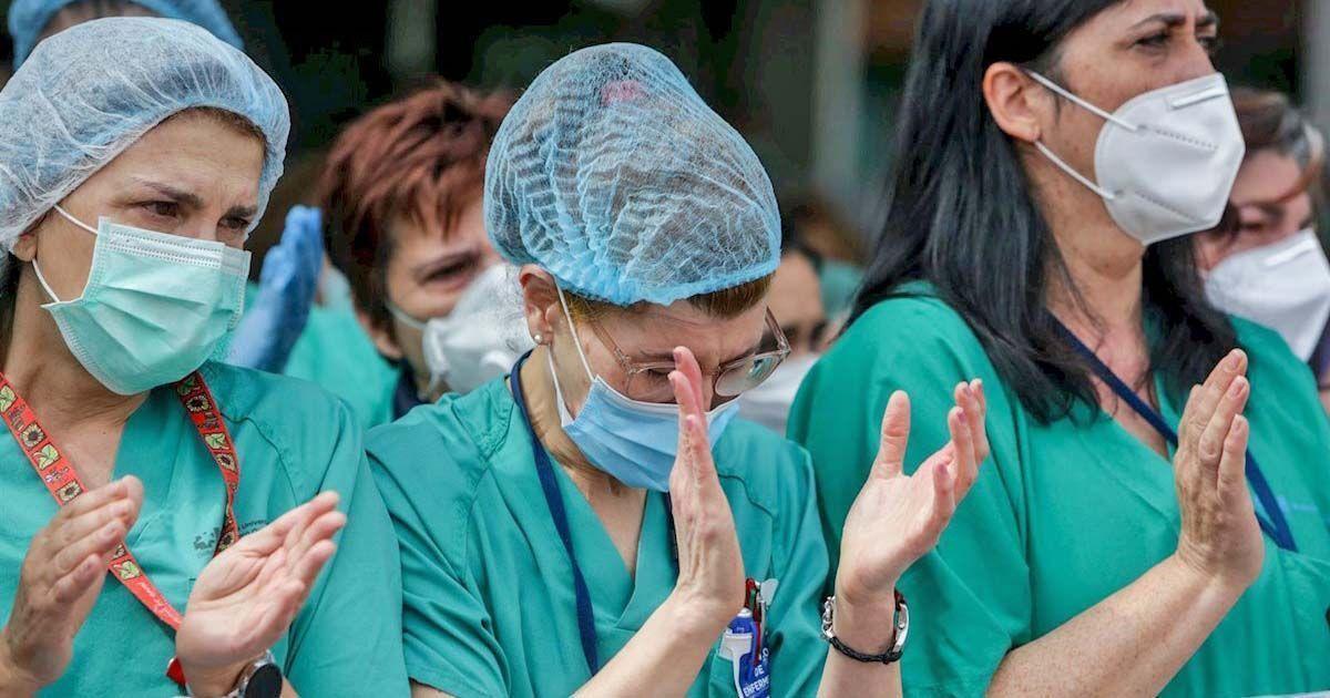 Enfermeras aplaudiendo durante la crisis sanitaria del coronavirus o Covid-19