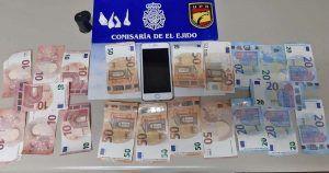 Dinero y droga sustraída por la policía