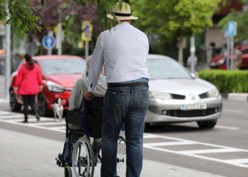 Persona con discapacidad dando un paseo