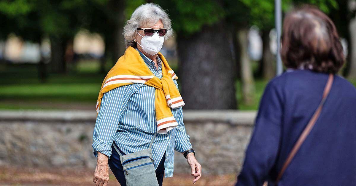 Mujer paseando durante la pandemia del coronavirus