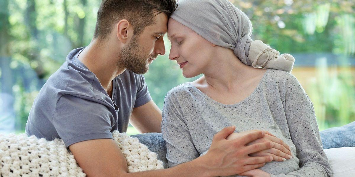 Mujer con cáncer embarazada