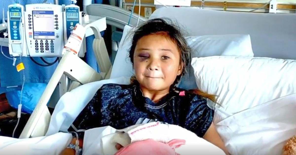 La pequeña Sky Brow en el hospital tras sufrir la caída