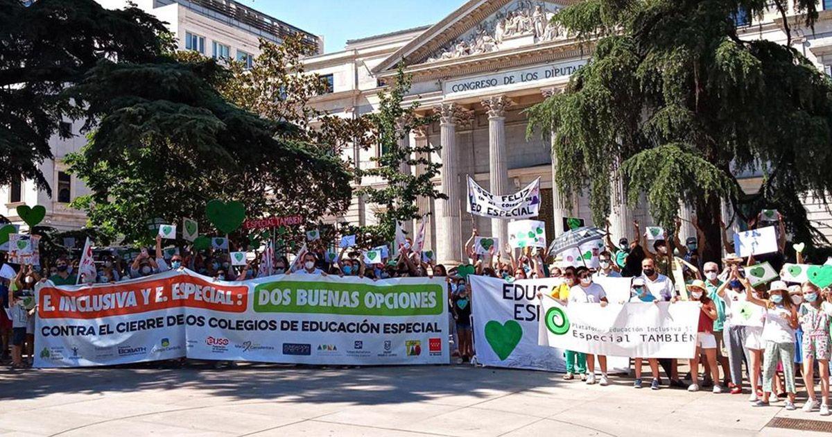 Concentración frente al Congreso de los Diputados | Foto: EP
