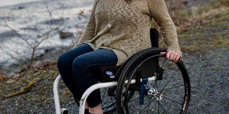Mujer en silla de ruedas - Archivo - Pixabay
