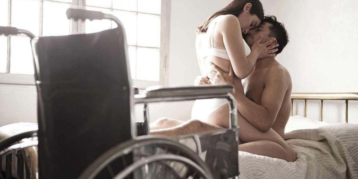 Persona con discapacidad realiza el sexo junto a su pareja