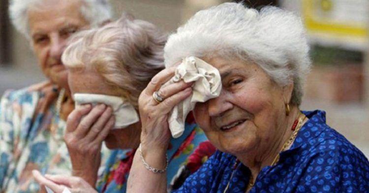 Personas mayores durante el verano