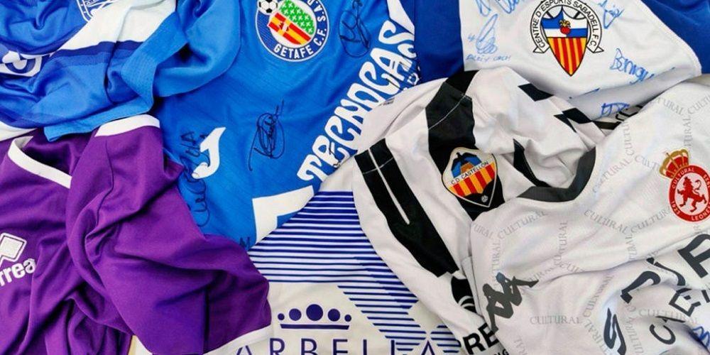 Cesta camisetas de fútbol   Foto: Footters