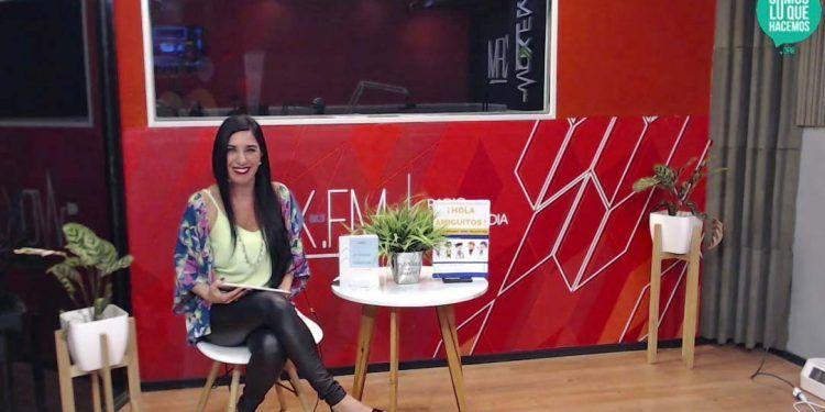 """Karina VimonKarina Vimonte presentando el programa """"Somos lo que hacemos""""te"""