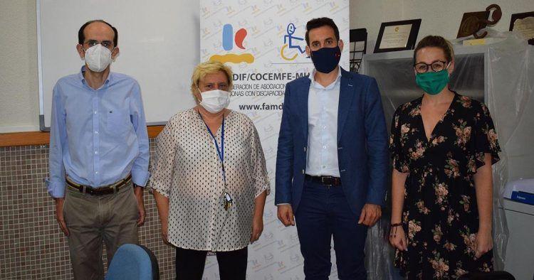 José Francisco Lajara, y la presidenta de la Federación de Asociaciones Murcianas de Personas con Discapacidad Física y Orgánica (Famdif), Carmen Gil