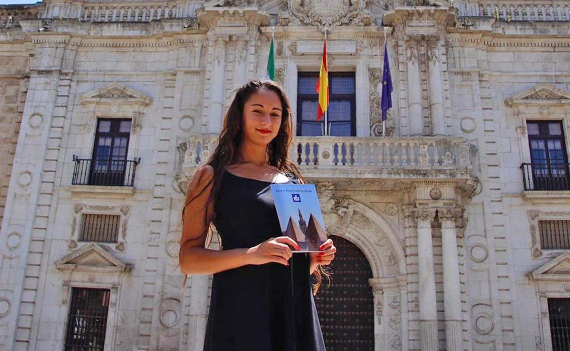 Laura Franco junto a su guía de turismo inclusivo