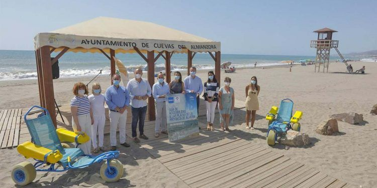 Presentación de la guía de playas accesibles de la FAAM en Almería