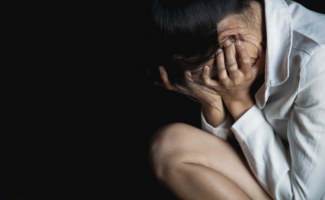 Mujer tras sufrir una agresión sexual