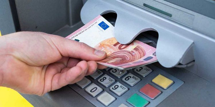 Dinero del cajero pension
