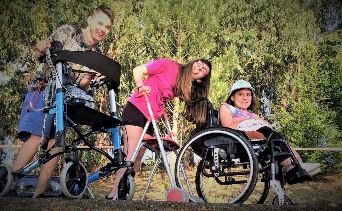 Jóvenes con discapacidad en un campamento inclusivo