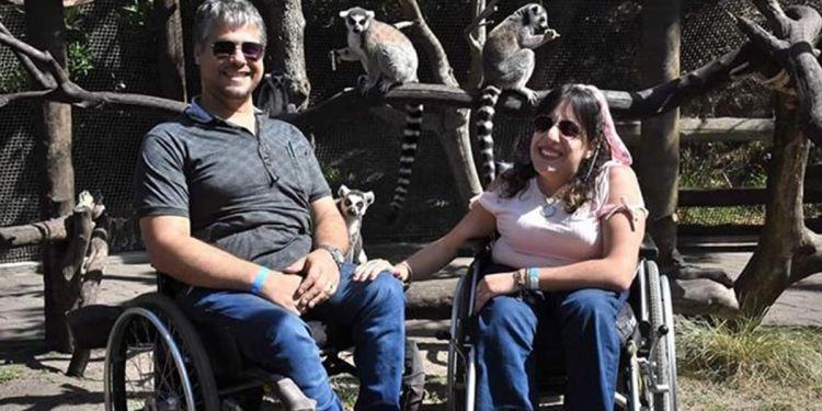 Daiana y Julián, pareja con mielomeningocele   Foto: Facebook