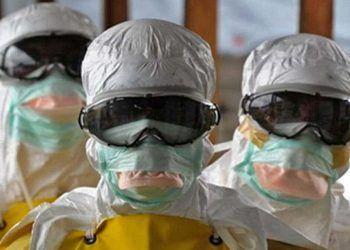 Enfermeros protegidos ante la peste bubónica