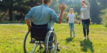 Hombre con discapacidad