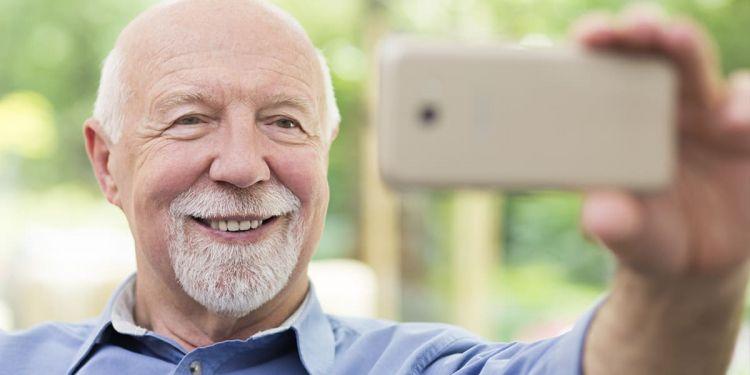 Hombre haciéndose un Selfie enfermedades cardiovasculares