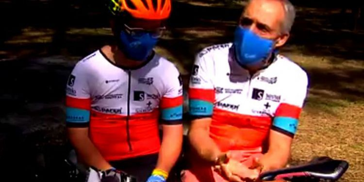 Borja, ciclista con síndrome de Down, junto a su padre