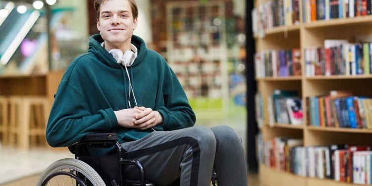 Estudiante en silla de ruedas erasmus