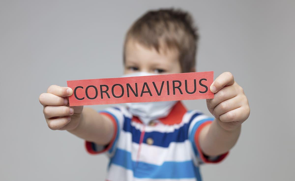Niño con coronavirus