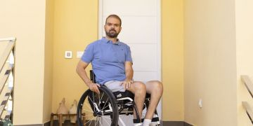 Francisco Zuasti en silla de ruedas