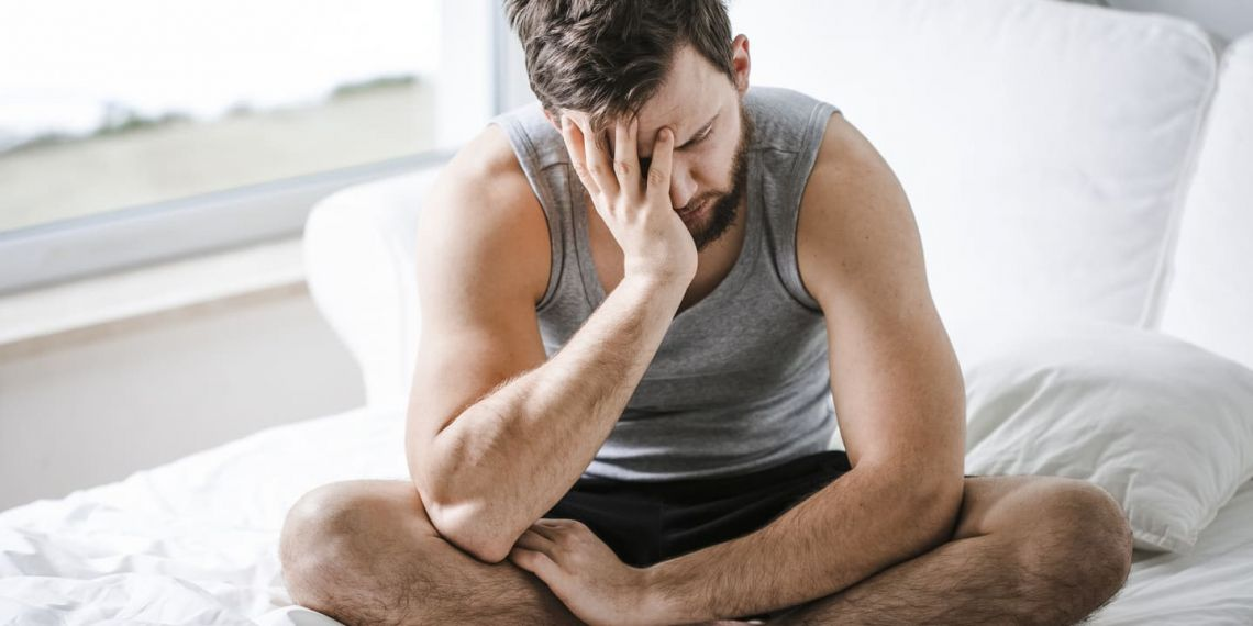 Hombre con cansancio por coronavirus