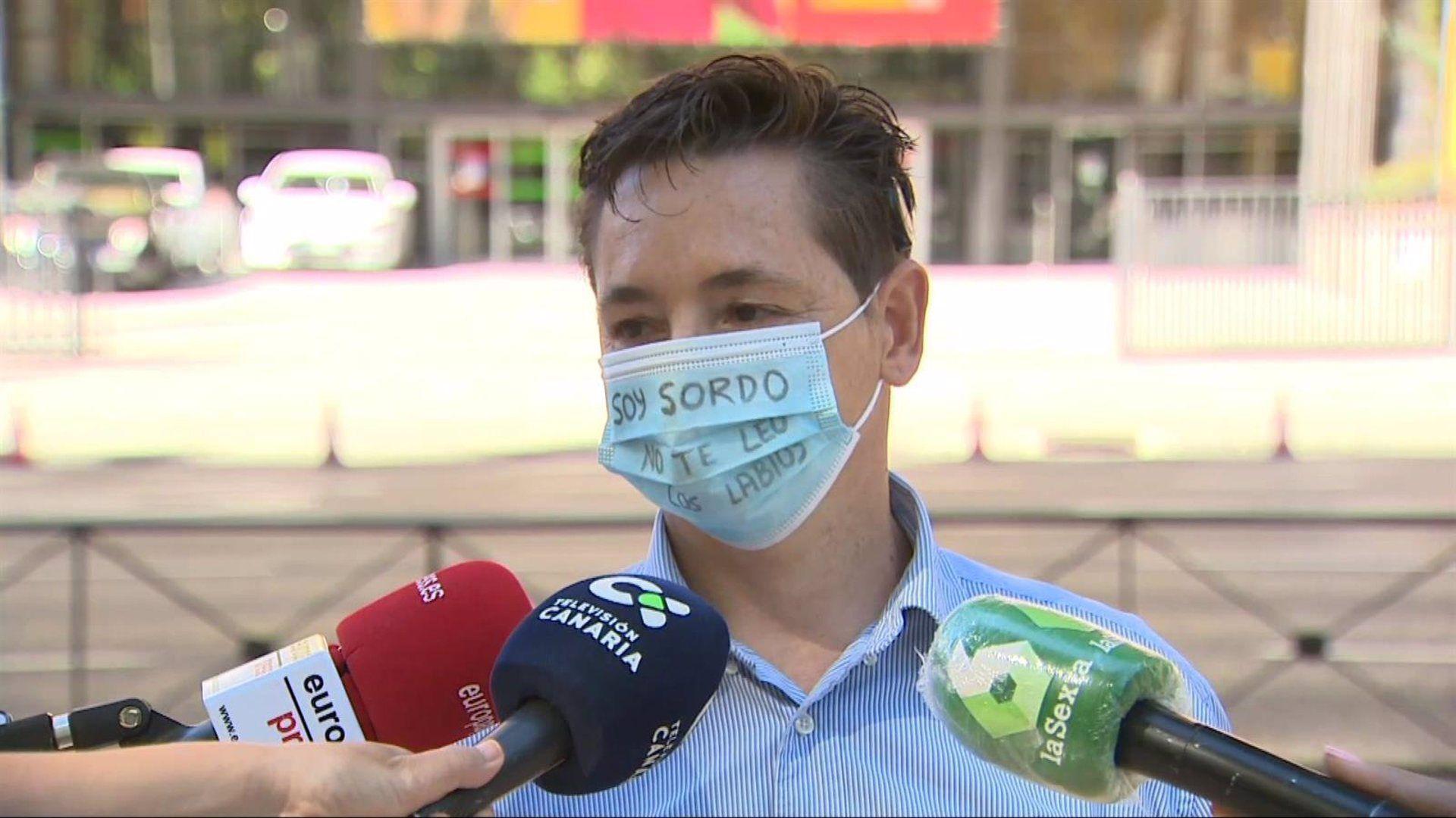 Entregan en Sanidad más de 80.000 firmas pidiendo la homologación de mascarillas transparentes para sordos
