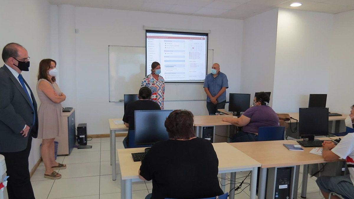 PTA, Fundación ONCE e Inserta Empleo forman a personas con discapacidad con cursos para perfiles tecnológicos
