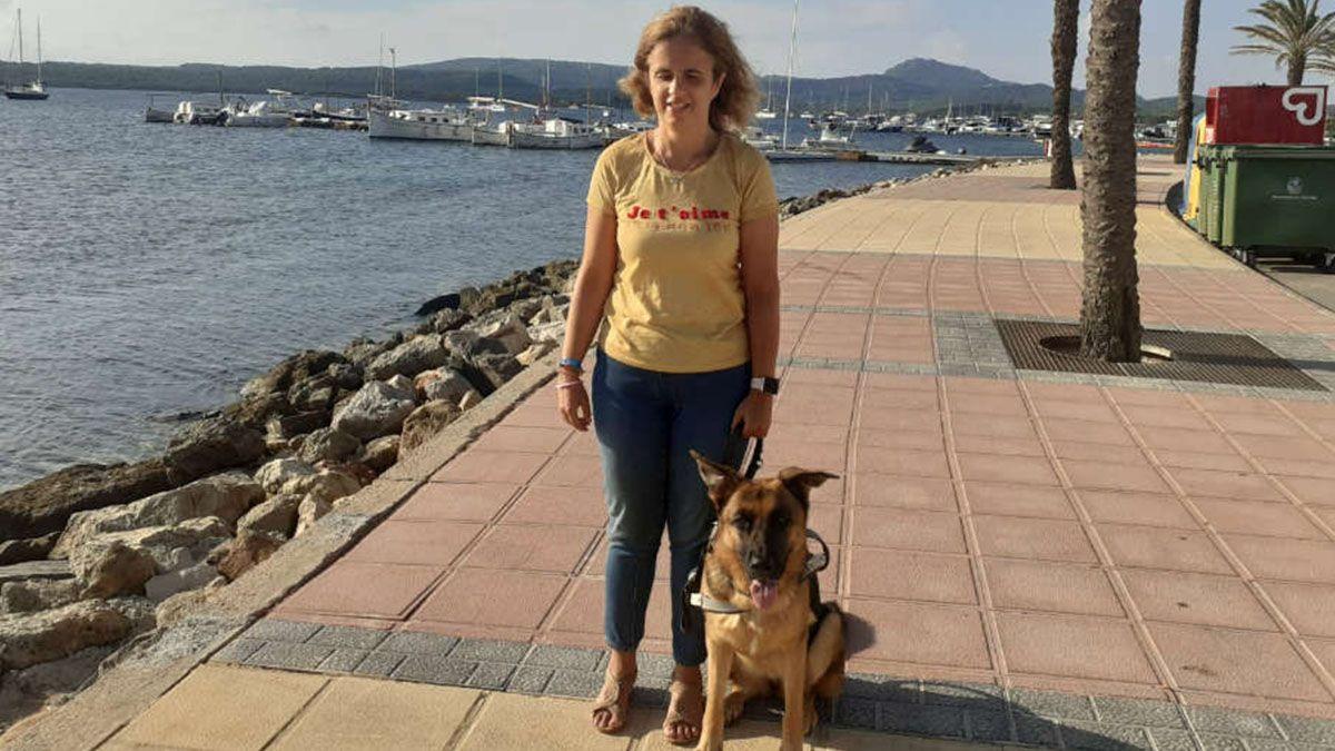 Mari Carmen presidenta de la ONCE con su perro guía