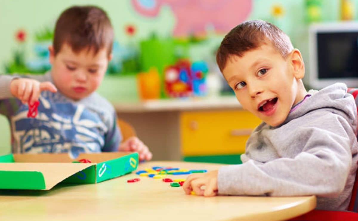Niños con discapacidad en el colegio curso escolar