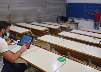 Persona con discapacidad dando clase con la nueva herramienta