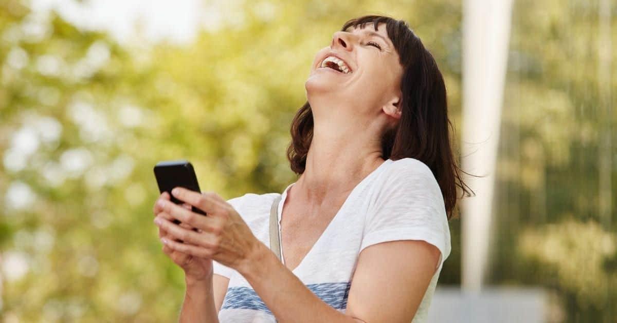 Mujer riendo - Beneficia para perder peso