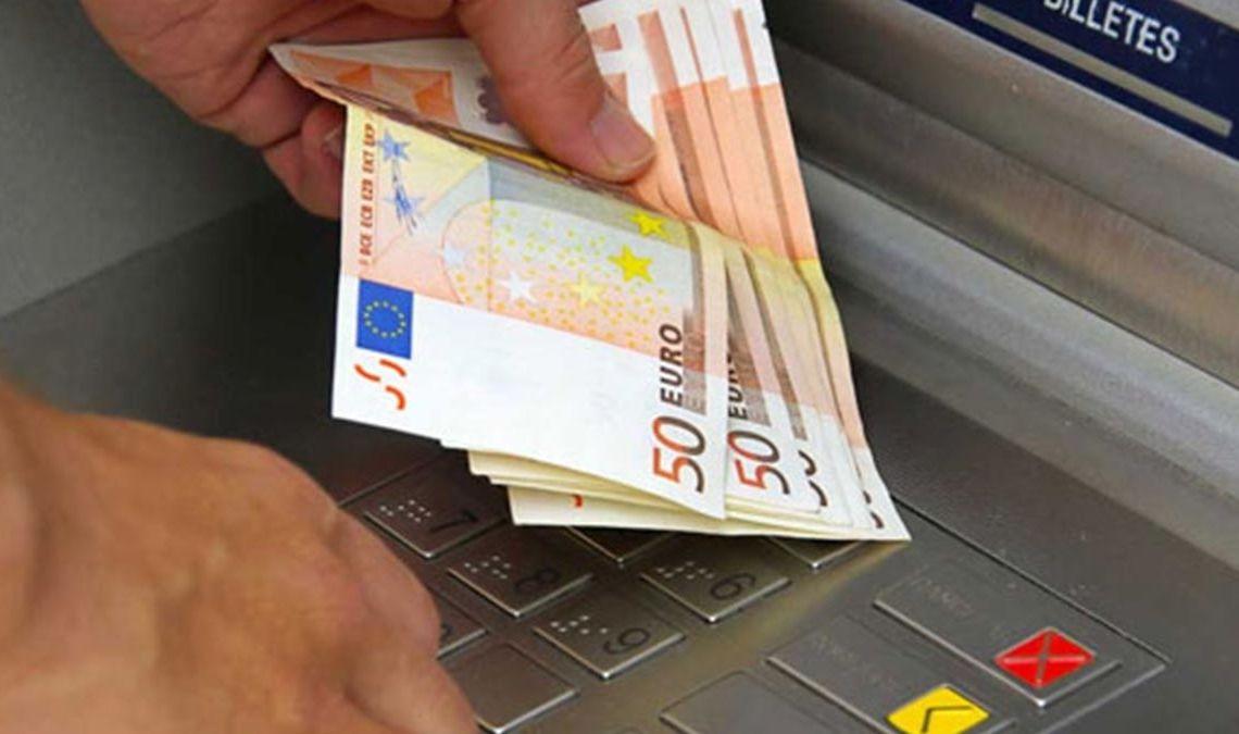 Dinero paro cajero