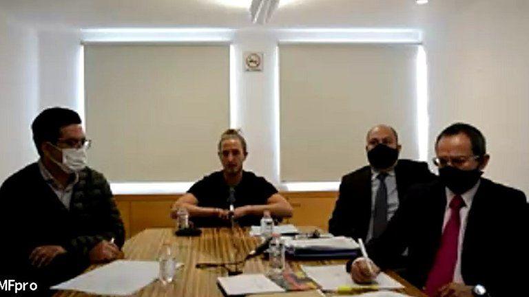 José Antonio junto con sus abogados Juan Carlos Vázquez y Daniel Apaza, así como de Álvaro Ortiz, presidente de la AMF