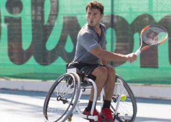 Cisco García durante un partido de tenis en silla Juegos Paralímpicos