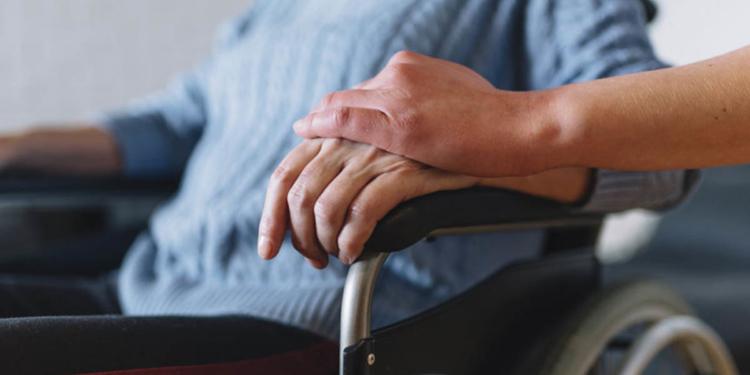 Persona con discapacidad en una silla de ruedas