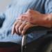 Persona con discapacidad en una silla de ruedas dependencia