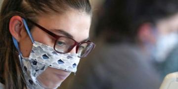 mascarilla transparente alumno sordo