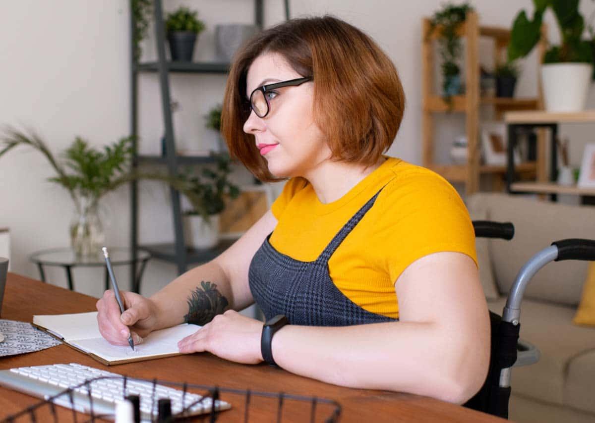 mujer discapacidad universidad