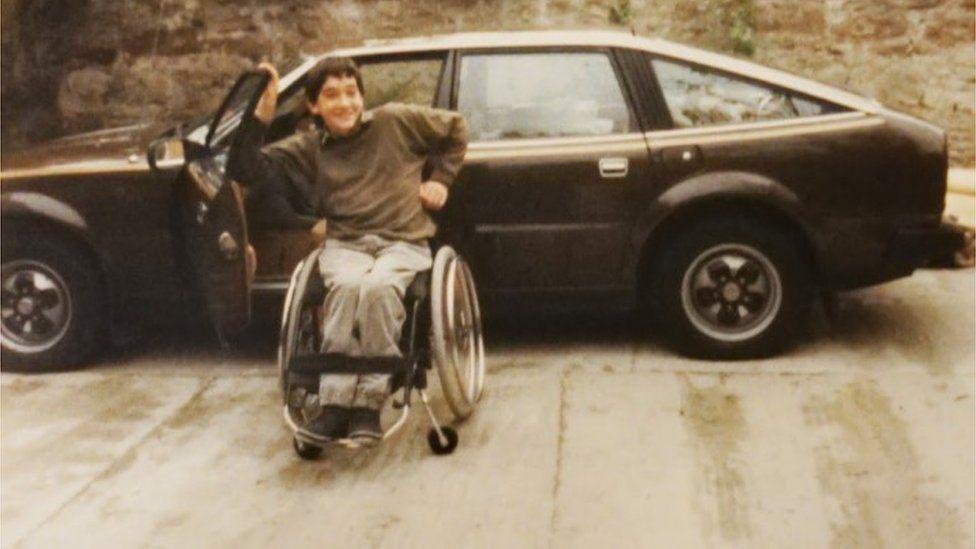 Andrew Slorance en silla de ruedas - Inventor Phoenix