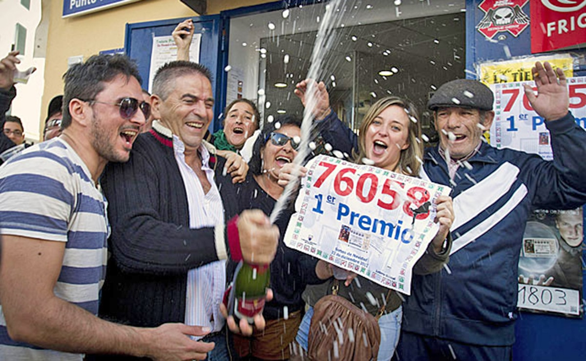 Personas celebrando 'El Gordo'