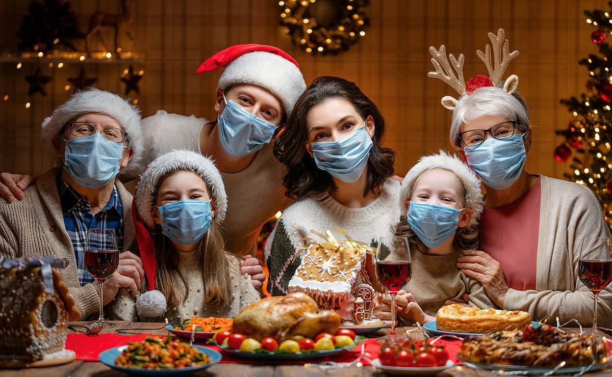 Cena de Navidad con mascarillas