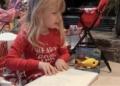 La emocionante reacción de una niña ciega al recibir los libros de Harry Potter en braille